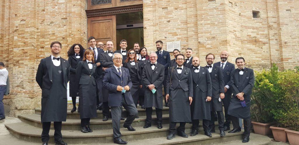 I concorrenti al Master Albana 2021 insieme a Roberto Giorgini, Presidente di AIS Romagna.